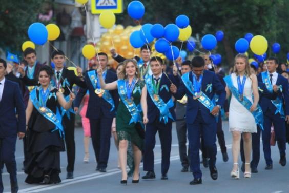Последний звонок в школах Казахстана пройдет без родителей