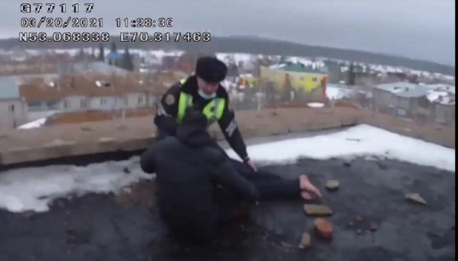 Акмолинские полицейские спасли мужчину от суицида